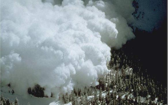 Source de la photo : C. Vion thèse de Marie Rastello. Etude de la dynamique des avalanches de neige en aérosol. Dynamique des Fluides [physics.flu-dyn]. Université Joseph-Fourier - Grenoble I, 2002.